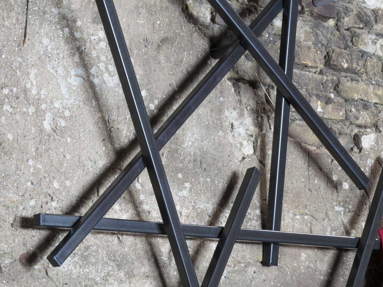 Spinder design blacksmith stahl garderobe matches xs for Garderobe italienisches design