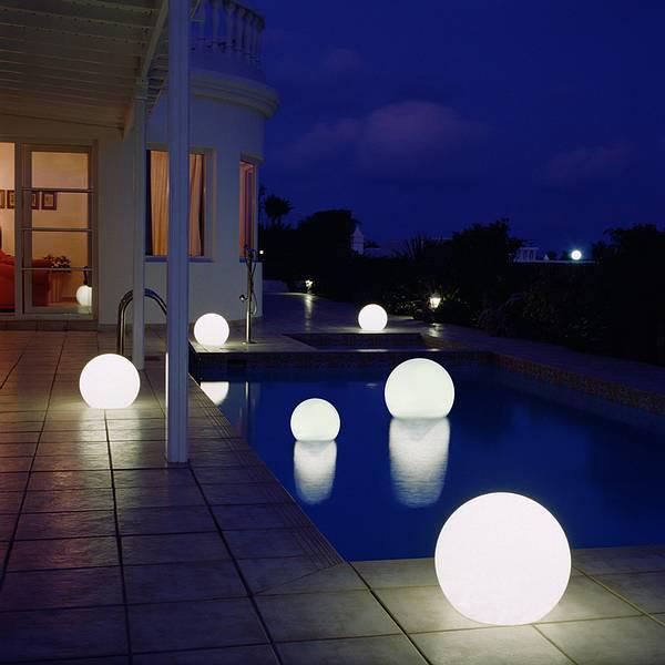 Moonlight Vollkugel Akku-Schwimmleuchte BMWV Weiß Ambiente Pool Außen Nacht
