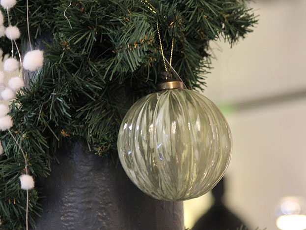 weihnachtsbaumschmuck christbaumkugel gruen jpg