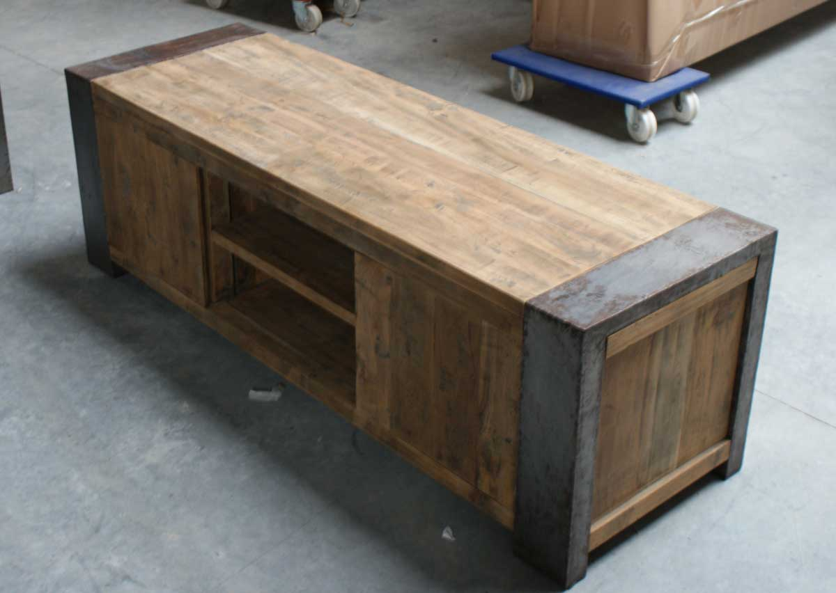 design m bel stahl neuesten design kollektionen f r die familien. Black Bedroom Furniture Sets. Home Design Ideas
